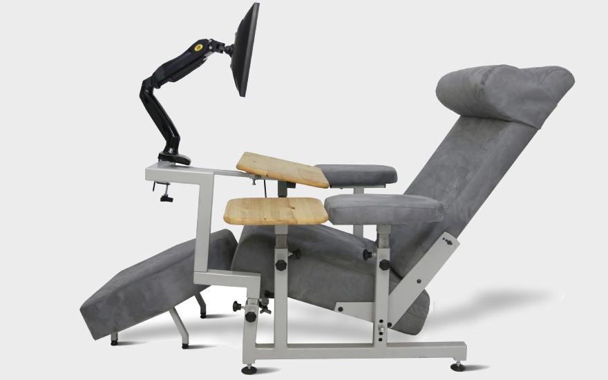 Fotel przystosowany dopracy nakomputerze stacjonarnym